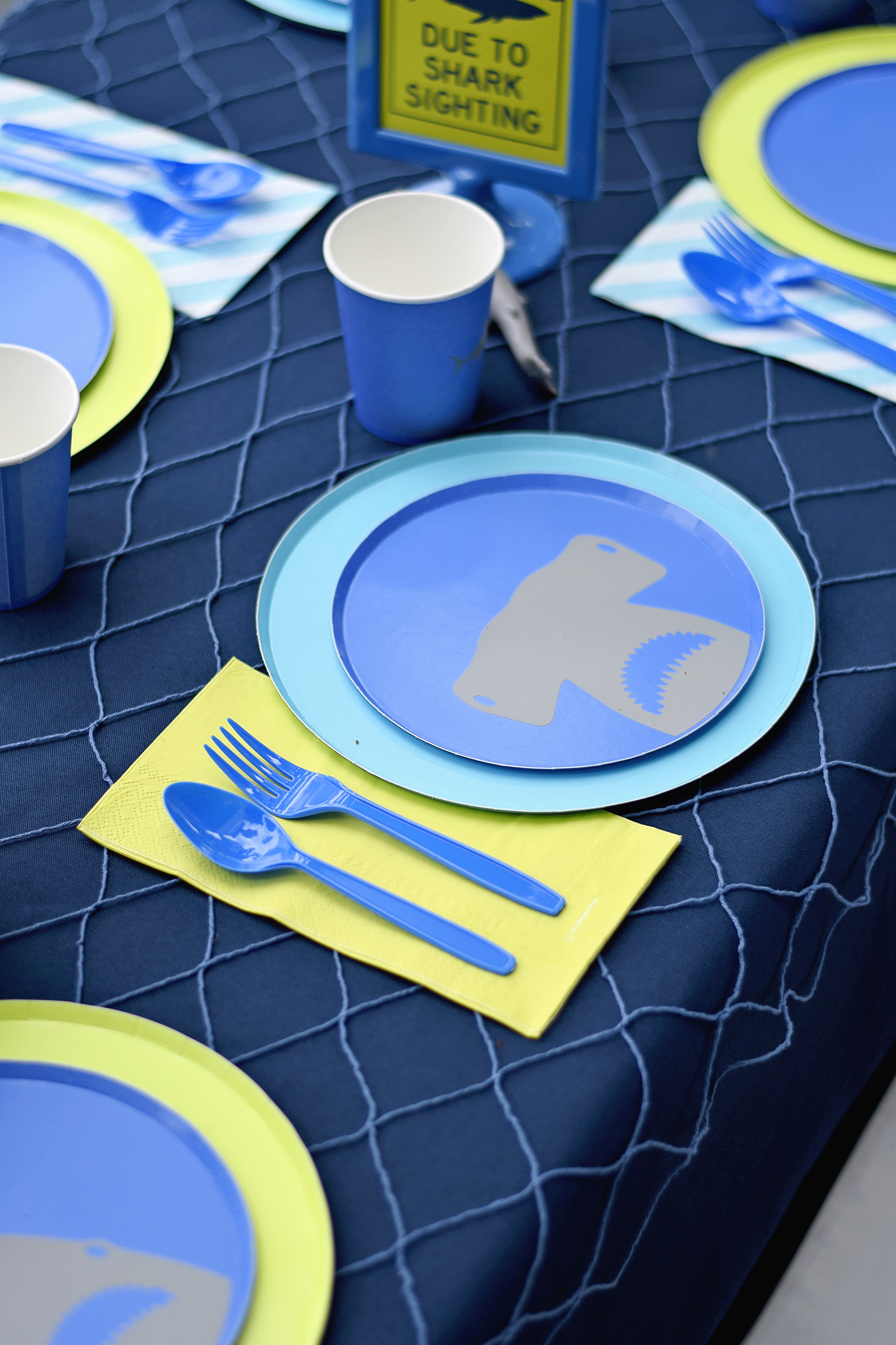 shark party tablescape