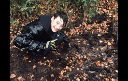 Exploring with my Granson Joe and finding BIGFOOT prints in Fairb...